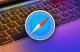 Logo de Safari sur fond d'un MacBook Pro coloré